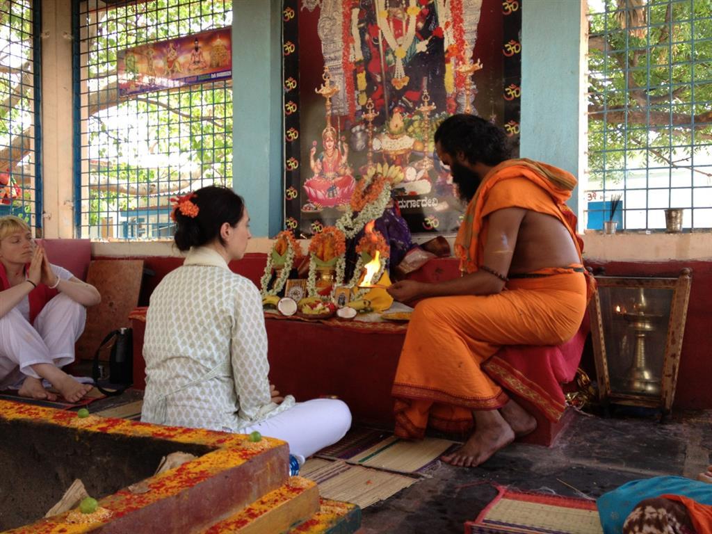 Bharati-mit-Yogi