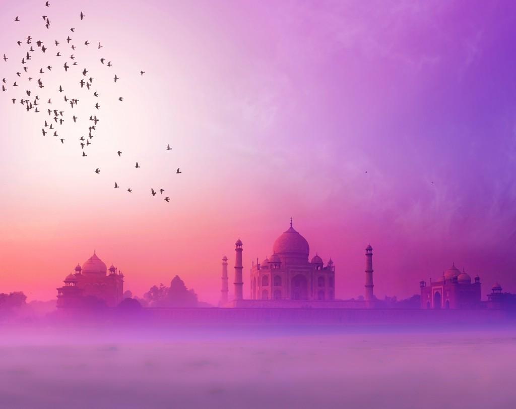 India. Taj Mahal sunset silhouette. Tajmahal palace in sunset sk