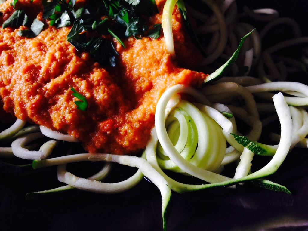 roh-vegan zucchini-spaghetti